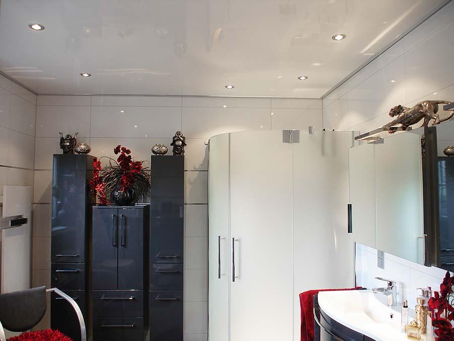Wei e lackspanndecke im badezimmer plameco hartenstein - Badezimmerdecke erneuern ...