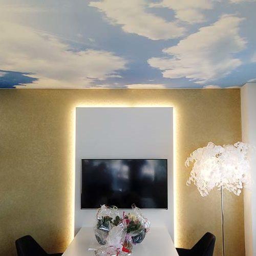 Besprechungsraum mit PLAMECO Spanndecke - Decke renovieren schnell und unkompliziert