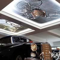 Decke im Autohaus Spanndecke mit Licht und Fotodecke