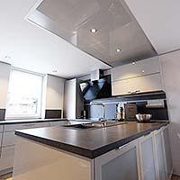 Küche und Licht - Beleuchtung in der Spanndecke von PLAMECO