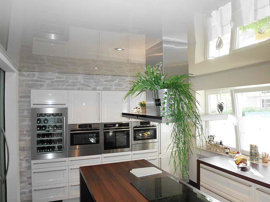 Stylische Küchendecke in Weiß - Spanndecke PLAMECO