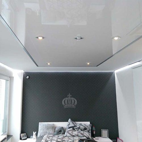 Schlafzimmerdecke gestaltet mit LED umlaufend PLAMECO Oberhausen