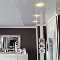 Wohnzimmerdecke mit Lackspanndecke PLAMECO