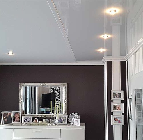 Wohnzimmerdecke mit Stuckdekor - Spanndecke -Zimmerdecke erneuern