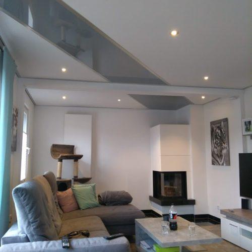 Neue Wohnzimmerdecke aus Lack mit Beleuchtung